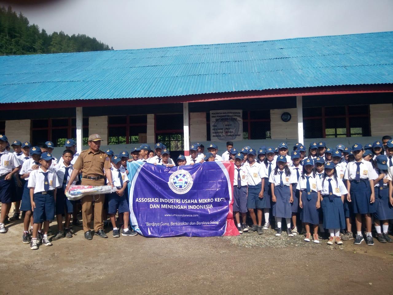 Kegiatan sosial AKUMANDIRI Sulawesi Selatan di Sekolah SMPN 3 Pana Kabupaten Mamasa Sulawesi Barat